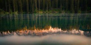 De Bezinning van het bergmeer Royalty-vrije Stock Foto's