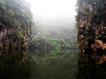 De Bezinning van het bergmeer Stock Afbeelding