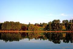 De bezinning van het meer Royalty-vrije Stock Fotografie