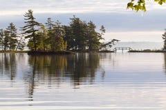 De Bezinning van het meer Stock Foto's