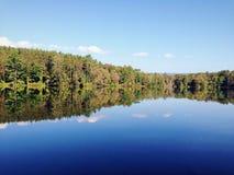 De Bezinning van het meer stock fotografie