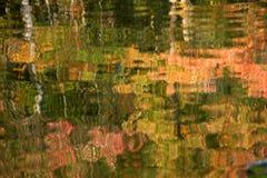 De bezinning van het Meer van de herfst Stock Afbeelding