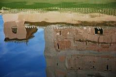 De bezinning van het water van het Alhambra paleis Stock Fotografie