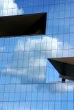 De Bezinning van wolken Stock Afbeeldingen