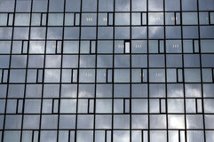 De bezinning van wolken stock foto's