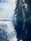 De bezinning van de zonlichtbrug royalty-vrije stock fotografie