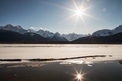 De Bezinningen van de de winterzonnestraal royalty-vrije stock fotografie