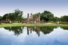 De bezinningen van de tempelBoedha van Sukhothai Stock Fotografie