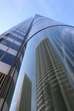 De bezinningen van gebouwen Stock Foto