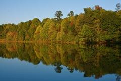De Bezinningen van het meer Royalty-vrije Stock Fotografie