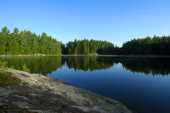 De Bezinningen van het meer Stock Afbeeldingen