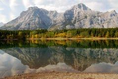 De bezinningen van het meer en van de berg Royalty-vrije Stock Foto