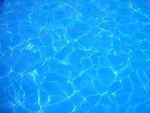 De bezinningen van het water stock foto