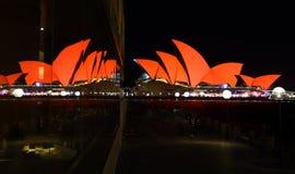 De bezinningen van Sydney Opera House en van het glas Royalty-vrije Stock Fotografie