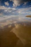 De bezinningen van wolken Stock Foto's