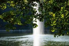 de bezinningswater van de meerherfst Stock Fotografie