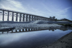 De bezinningswater van de Mendocinobrug Stock Afbeelding