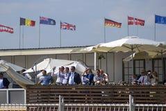 De bezoekers letten op airshow De Internationale Ruimtevaartsalon van MAKS Stock Fotografie