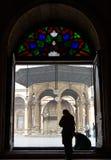 De bezoekers van het silhouet bij de moskee van Muhamed Ali Royalty-vrije Stock Afbeelding