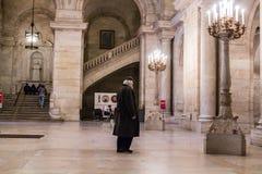 De bezoekertribunes proflied tegen het westentrap in ingangslounge van de Openbare Bibliotheek van New York, medio-Manhattan Bibl Royalty-vrije Stock Foto's
