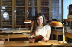 In de bibliotheek Stock Afbeeldingen
