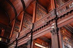 De Bibliotheek van de drievuldigheidsuniversiteit, Universiteit van Dublin stock afbeeldingen