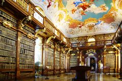 De bibliotheek van het klooster in Abdij Melk stock afbeelding