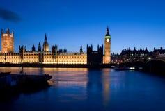 De Big Ben die bij schemer wordt tegengehouden Stock Afbeeldingen