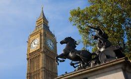 De Big Ben en Boadicea Royalty-vrije Stock Afbeeldingen
