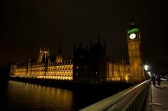 De Big Ben en de huizen van het parlement bij nacht Stock Fotografie