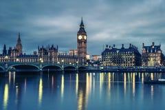 De Big Ben en Huis van het Parlement bij Nacht Stock Fotografie