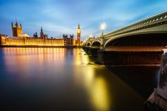 De Big Ben en huizen van het parlement bij nacht Royalty-vrije Stock Fotografie
