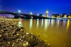 De Big Ben en huizen van het parlement bij nacht Stock Fotografie