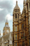 De Big Ben en Huizen van het Parlement Londen Stock Afbeeldingen