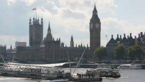 De Big Ben en Huizen van het Parlement Mening van rivier Theems , Londen stock video