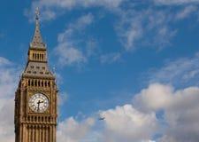 De Big Ben en vliegtuig Stock Afbeelding