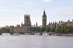 De Big Ben en Westminster overbruggen in Londen Stock Foto