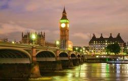 De Big Ben en Westminster overbruggen in Londen Stock Afbeeldingen