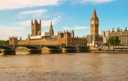 De Big Ben en Westminster overbruggen in Londen Stock Fotografie