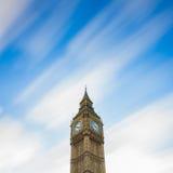 De Big Ben Lange blootstelling bij het bewegen van wolk Stock Afbeeldingen