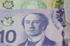 De billetes de banco del canadiense 10 y 20 dólares Imágenes de archivo libres de regalías