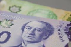 De billetes de banco del canadiense 10 y 20 dólares Imagen de archivo libre de regalías