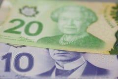 De billetes de banco del canadiense 10 y 20 dólares Fotografía de archivo libre de regalías
