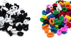 De bindmiddelen van het zwart-witte en kleurenhaar Stock Afbeelding