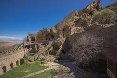 De binnenbinnenplaats van het heuvelklooster royalty-vrije stock foto