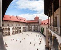 De binnenbinnenplaats van het Wawel-Kasteel in Krakau stock foto