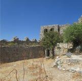 De binnenbinnenplaats van de Kruisvaardervesting in noordelijk Cyprus, de 13de eeuw stock fotografie