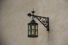 De binnenlandse andexterior dietails latern lamp van het Livonia-Ordekasteel werd gebouwd in het midden van de 15de eeuw Bauska L Stock Foto