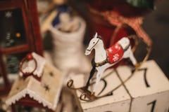 De binnenlandse decoratie van het Kerstmishuis op de lijst 31 december Stock Foto's