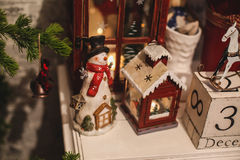 De binnenlandse decoratie van het Kerstmishuis op de lijst 31 december Royalty-vrije Stock Afbeelding